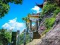 舟山大慈寺,位于悬崖边上,惊险无比,深受游客喜爱
