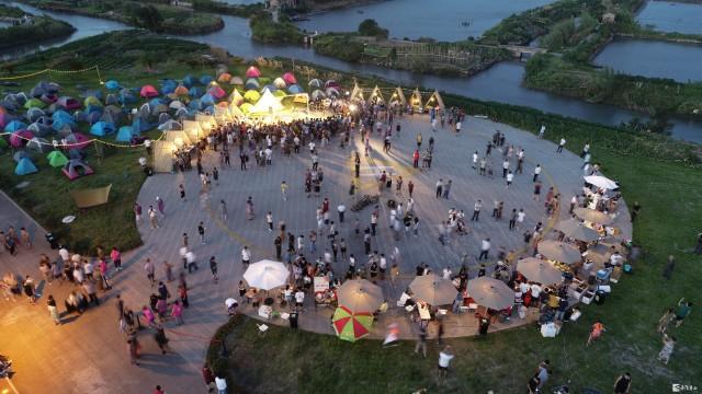 舟山旅游蚂蚁岛的音乐市集节热闹极了